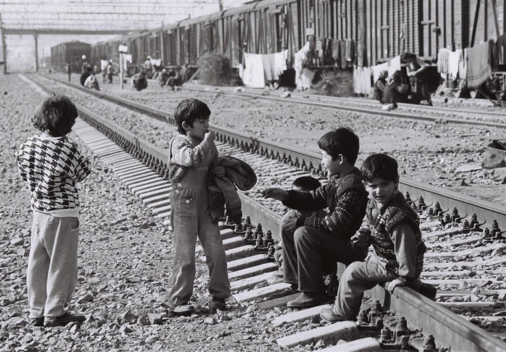 15 Sabirabad rayonunda dəmir yolunda məskunlaşan köçkün uşaqlar 2001-ci il