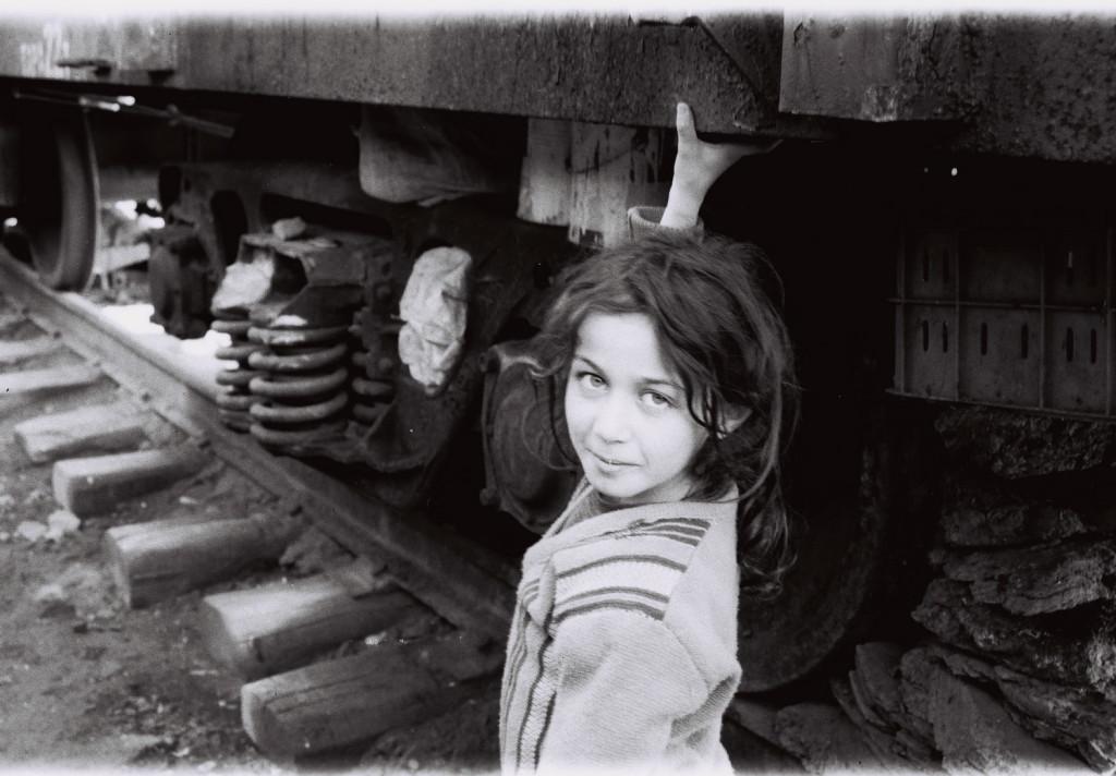 16 Sabirabad rayonunda dəmir yolunda məskunlaşan köçkün uşaqlar 2001-ci il