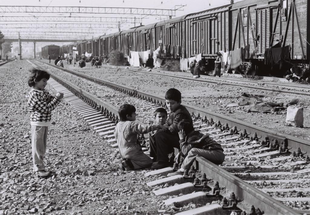 29 Sabirabad rayonunda dəmir yolunda məskunlaşan məcburi köçkünlər 2001-ci il