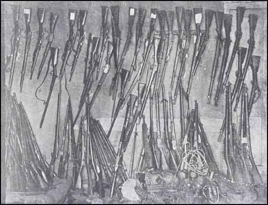 5 Trabzonda  ermənilərdən toplanan silahların bir qismi
