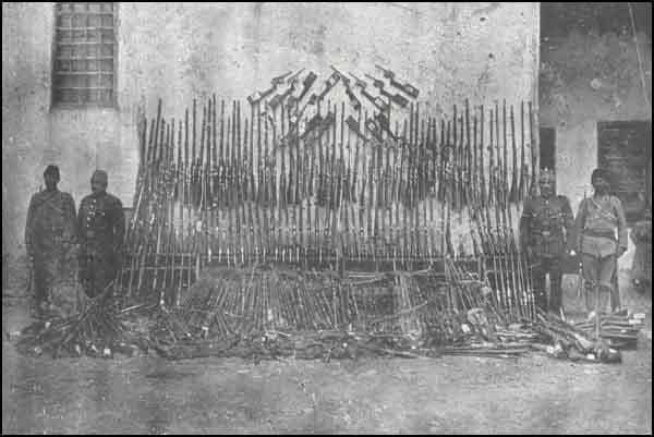9 Malatyanın mərkəzində ermənilərdən toplanan silahların bir qismi