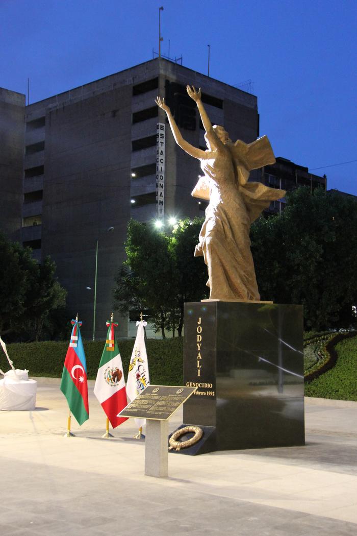 xocali soyqirimi abidesi mexiko 4