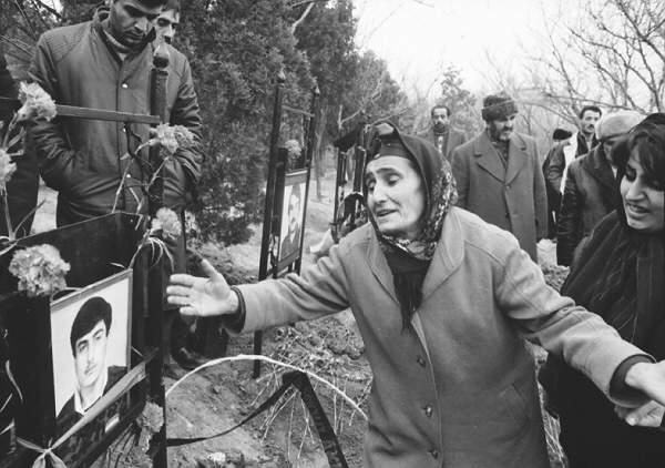 12. Xalid Esgerov Shehid anasi Baki fevral 1992