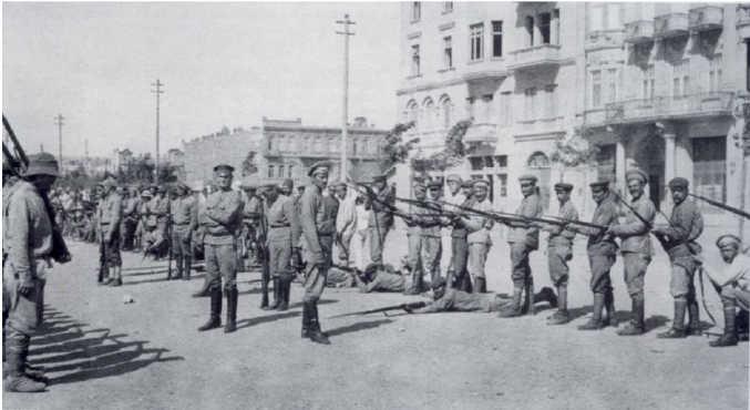 1918-ci ildə çəkilən foto. Bakıdakı erməni silahlı birləşmələri