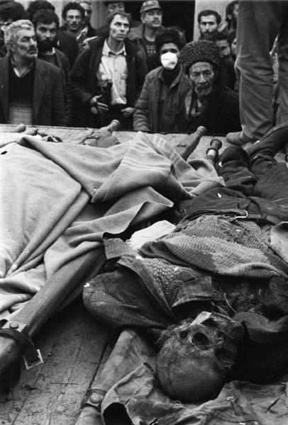Сожженные трупы ходжалинцов. Февраль, 1992. Фотограф Халида Аскеров