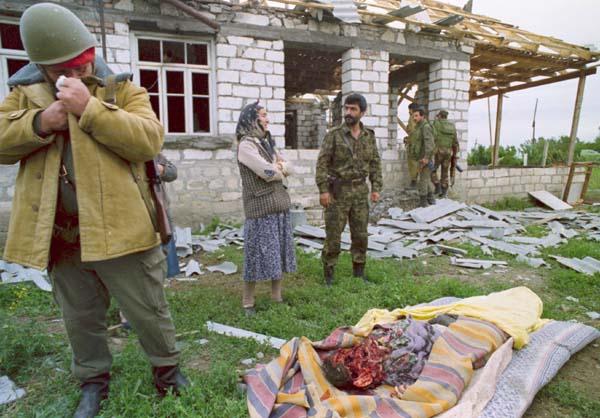 9. Xalid Esgerov bashiz aile. 1992