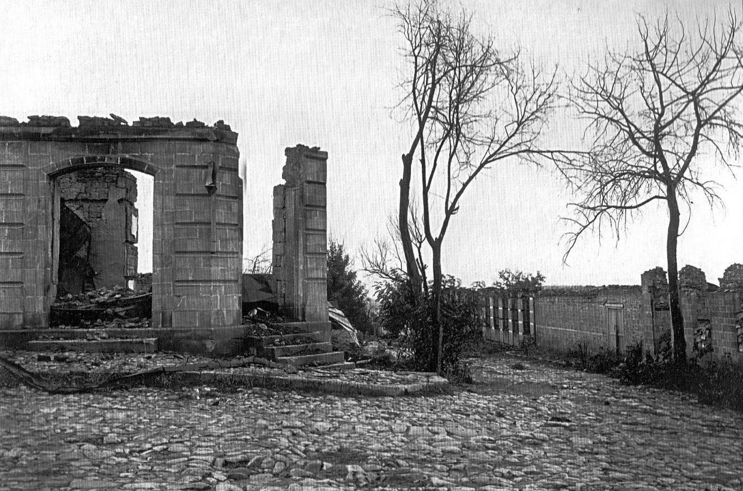 27.İmamlı küçəsində Camo bəyin evinin dağıntıları