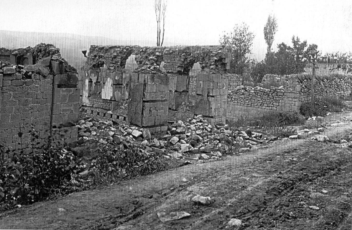 28. Kövsərli bölgəsində İbrahim Əfəndinin evinin dağıntıları