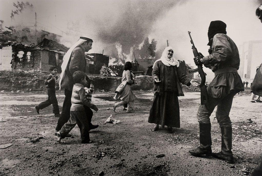 """6. Fələstinli qaçqınlar. Beyrut Livan. Yanvar 1976-cı il.Fotoqraf Fransuaza Demulde (Fransa) """"Gamma"""" xəbər agentliyi üçün."""