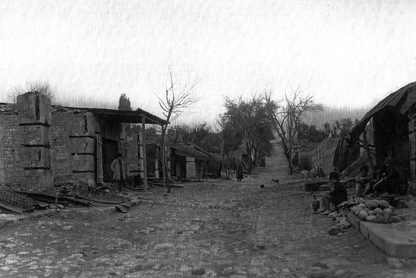 """""""Bolşaya bazarnaya"""" küçəsindəki dükanların dağıntıları"""