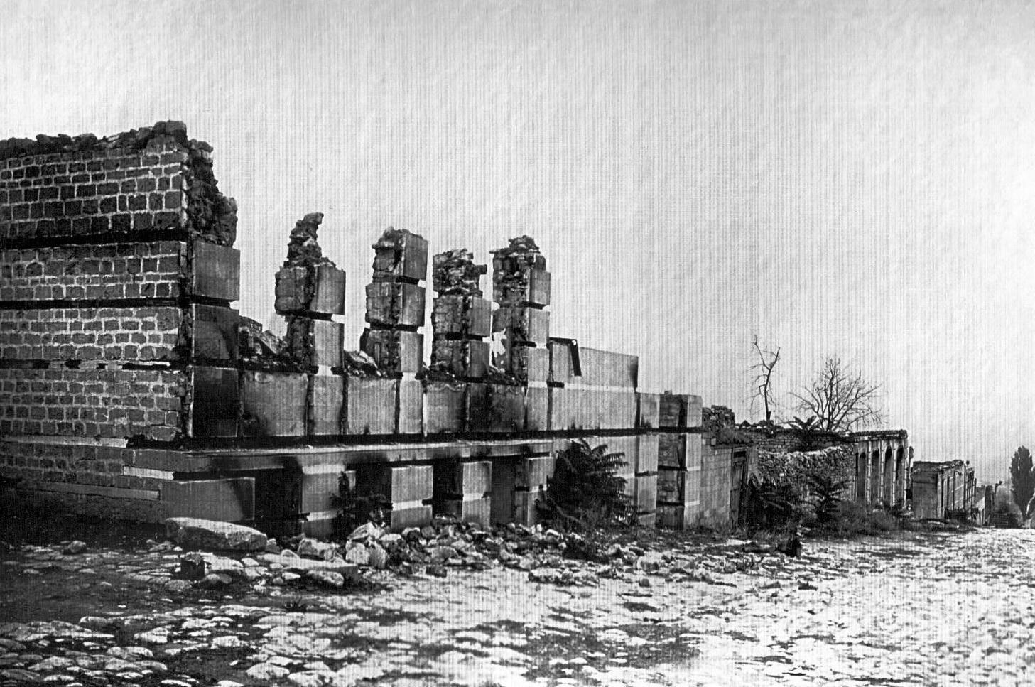 Kupeçeskaya küçəsində Hacı Dadaş Əli Mirzəyevin evinin dağıntıları
