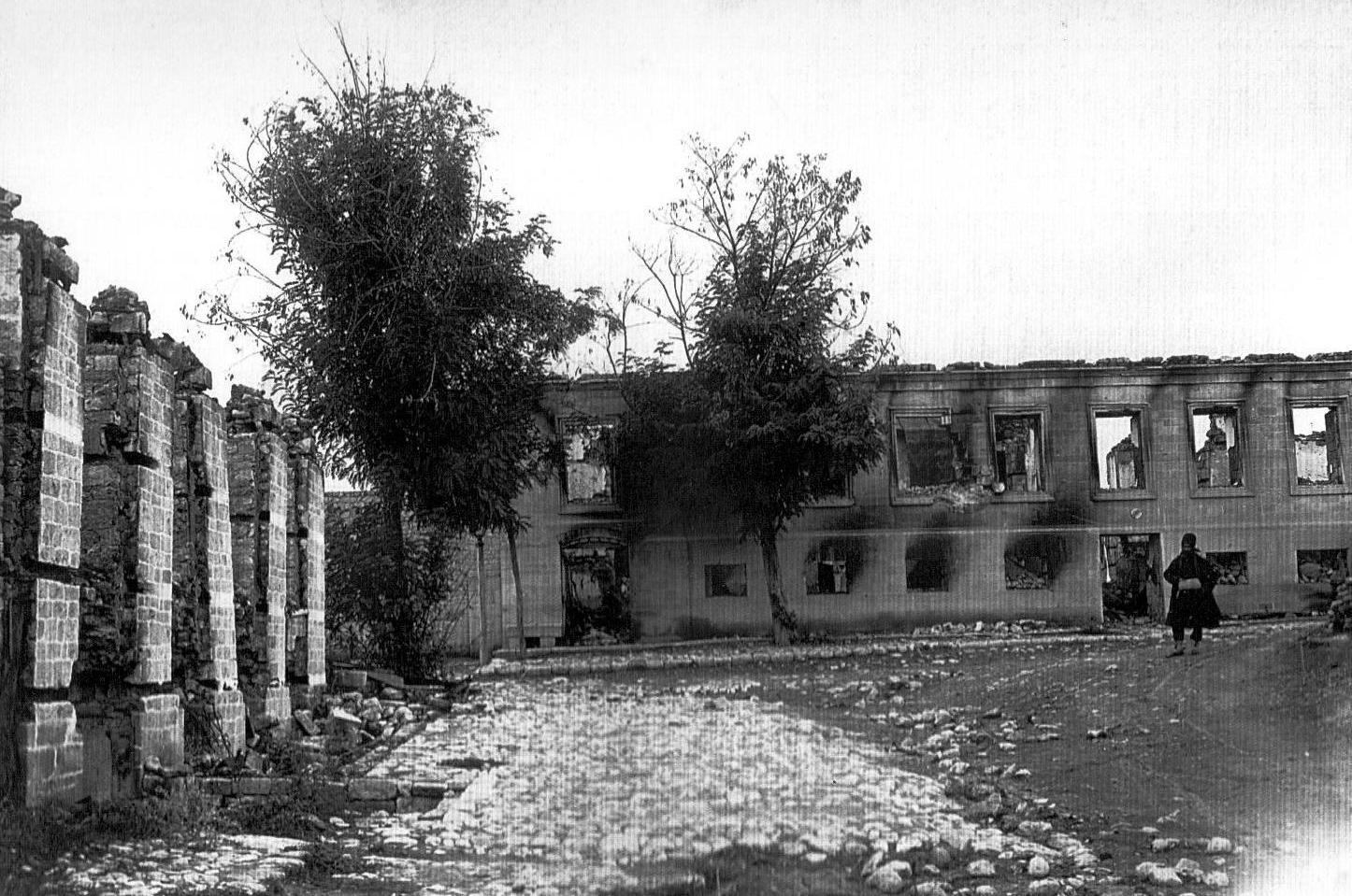 """""""İmamlı"""" bölgəsində İsgəndərovların evinin dağıntıları"""