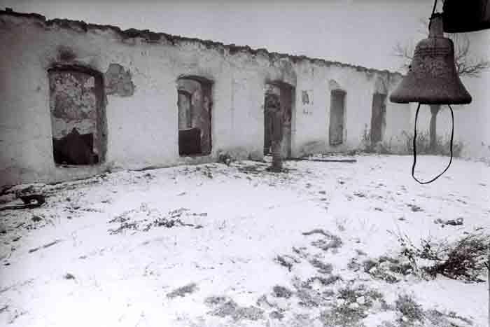 Erməni silahlı birləşmələri tərəfindən dağıdılmış Laçın orta məktəb binası.1992-ci il. Foto: İlqar Cəfərov
