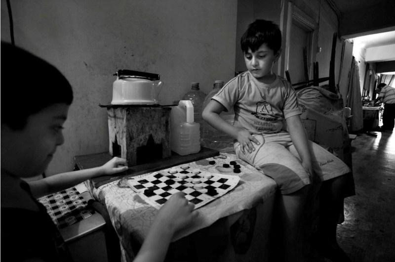 Разные игры мальчиков и девочек.