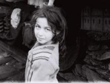 16-Sabirabad-rayonunda-dəmir-yolunda-məskunlaşan-köçkün-uşaqlar-2001-ci-il-
