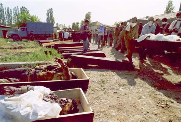 They fell three weeks ago. Sederek. 1991, Photo by Khalid Askerov