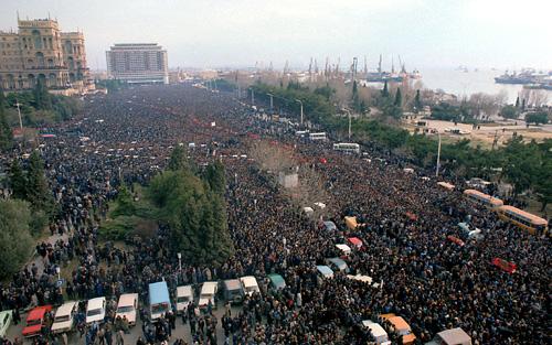 Ocak Trajedisi kurbanlarının cenaze töreni, Bakü, 22 Ocak 1990.