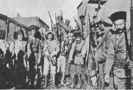 Urmiyada dinc sakinlərin evlərinə soxulmuş, qətl və qarət törətmiş erməni dəstələri.