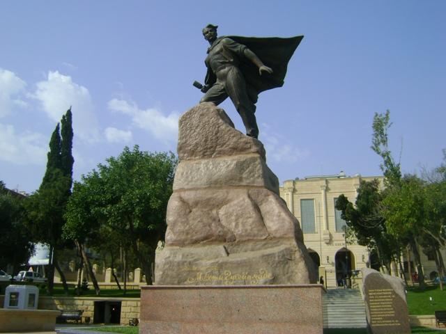 Памятник партизану, Герою Советского Союза Мехти Гусейн-заде в Баку