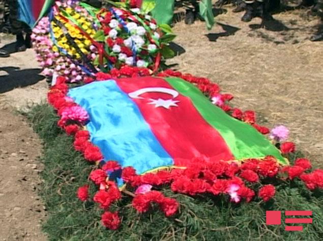 Медаль погибшего военнослужащего азербайджанской армии вручена его семье
