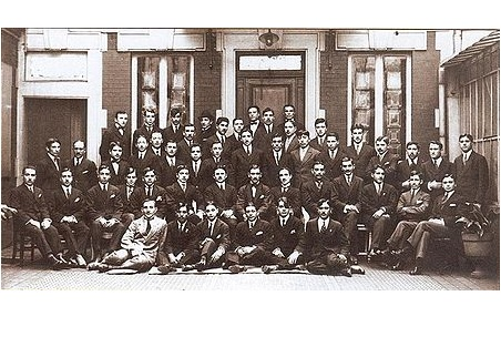 Azerbaijani_students_in_Paris_1920