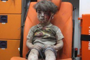 5-year-old-wounded-Syrian-kid-Omran-Daqneesh-sits-alone