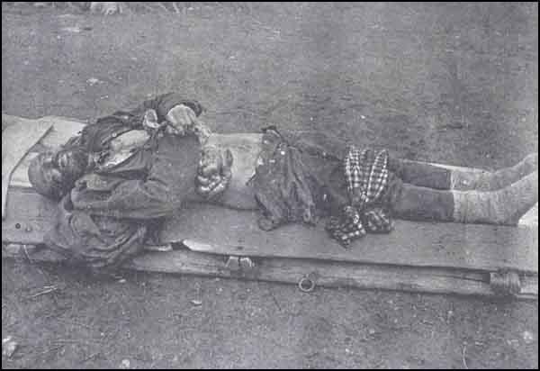 Sivasda erməni birləşmələri tərəfindən törədilmiş qətliamda boğazı kəsilərək öldürülən jandarma Mustafa