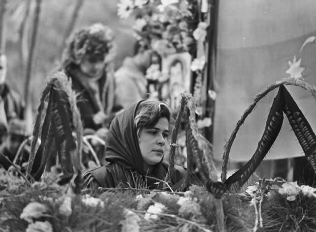 Nişanlı qız. Şəhidlər xiyabanı. 1992-ci il