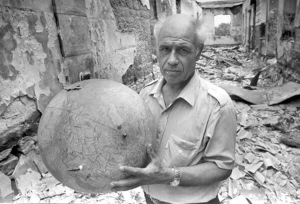 Coğrafiya müəllimi Şəfəq kəndi Goranboy 1990-cı-il. Foto: Oleq Litvin