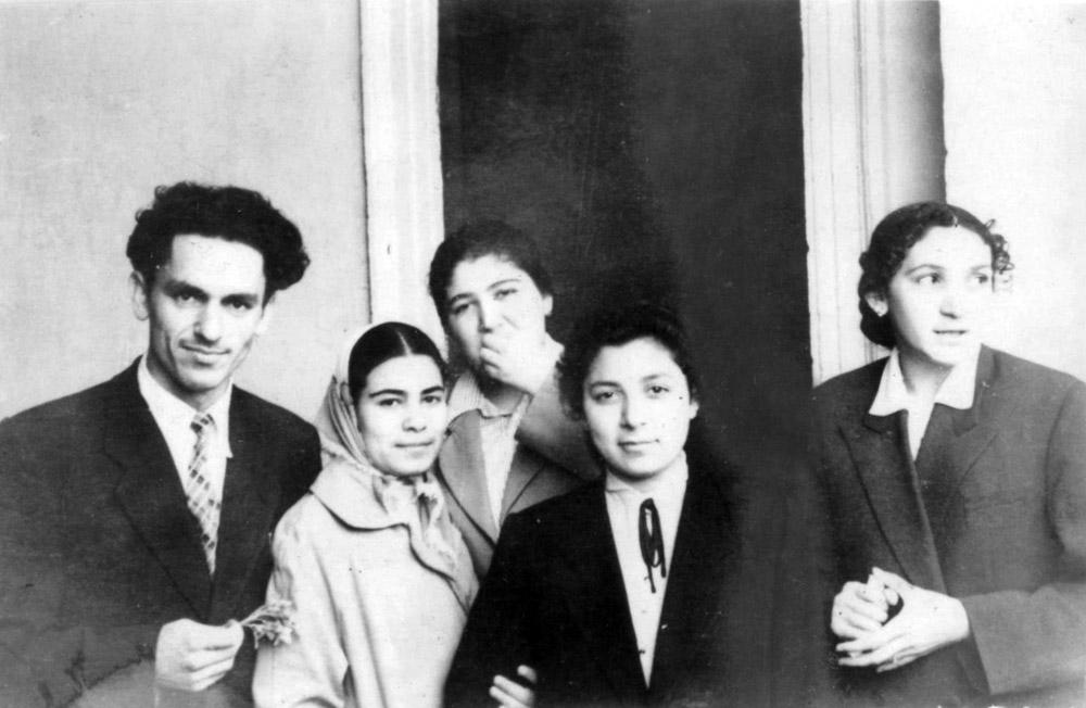 Füruzə Muradova və digər tələbə yoldaşlarıyla. 1958-ci il