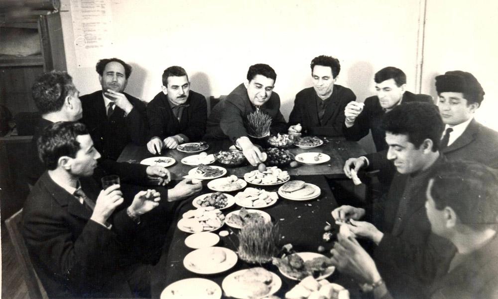 1988-ci ildə Novruz bayramı mərasimi.Azərbaycan SSR EA Tarix İnstitutu.